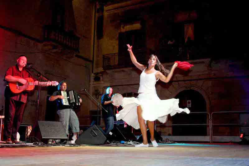 Calendario Pizzica.La Notte Della Taranta 2010 A Melpignano Calendario E