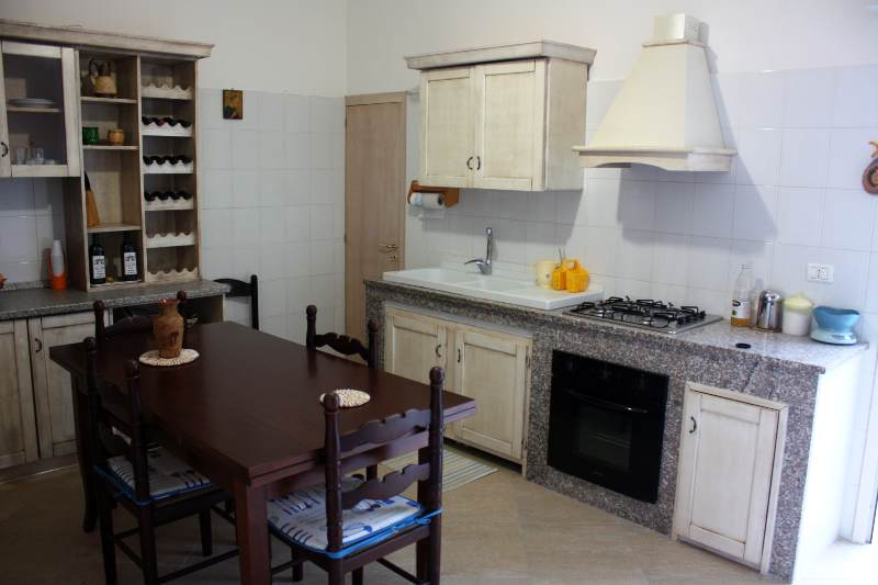 Casa vacanza in affitto a torre lapillo per l 39 estate the for Cucina casa mare