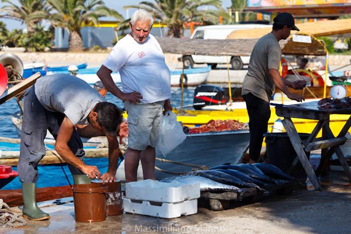 porto-cesareo-mercato-pesce-vendita