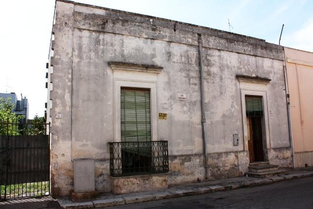 Casa antica con giardino grandissimo in vendita a guagnano for Case antiche ristrutturate