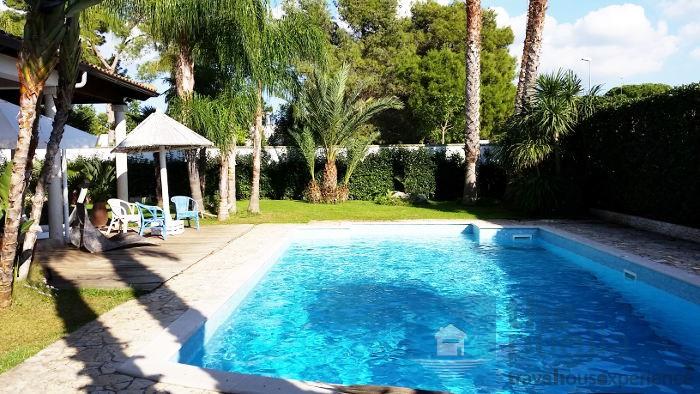 Ville con piscina in salento villa laura a lecce the - Villa con piscina salento ...
