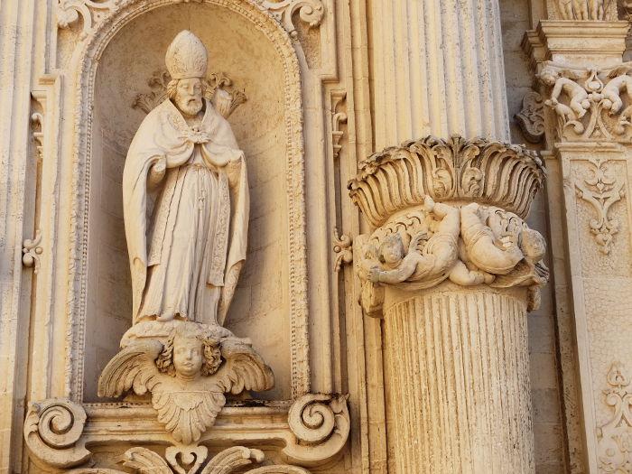facciata-laterale-duomo-lecce-particolare-statua