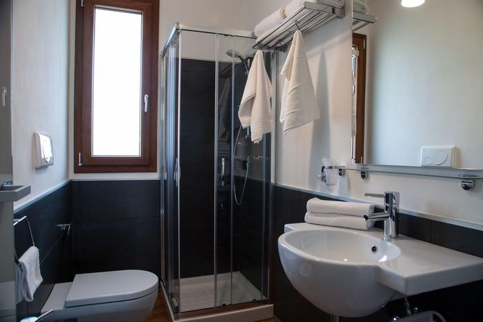 bagno-appartamento-vacanze-salento-estate