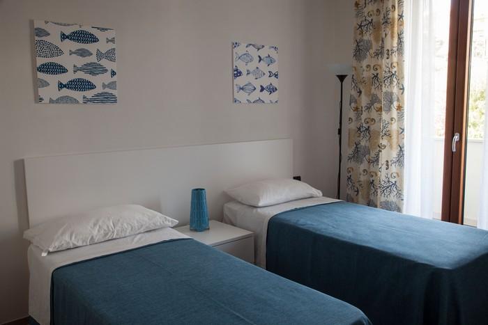 camera-letto-doppia-appartamento-per-le-vacanze