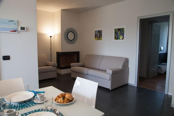 living-room-appartamenti-salento-divano-letto