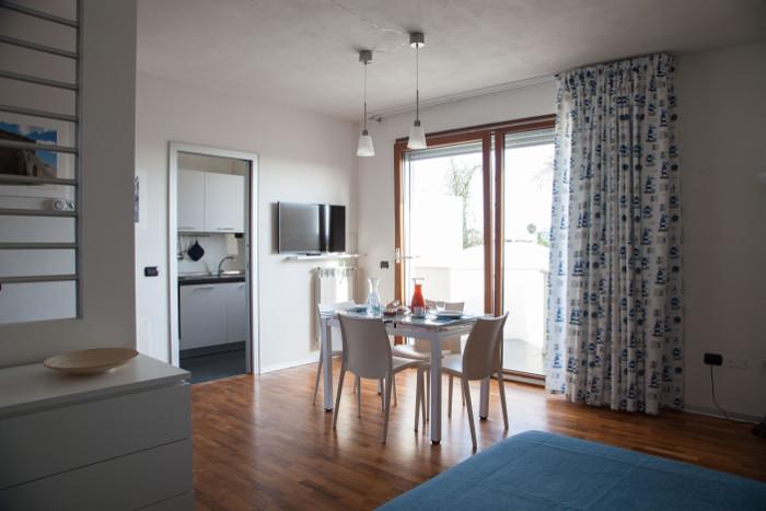 soggiorno-appartamenti-salento-sala-pranzo